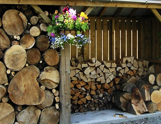 Berkshire Log Stores make and sell premium wooden log stores and outdoor wooden garden storage, handmade with craftsmenship in the UK